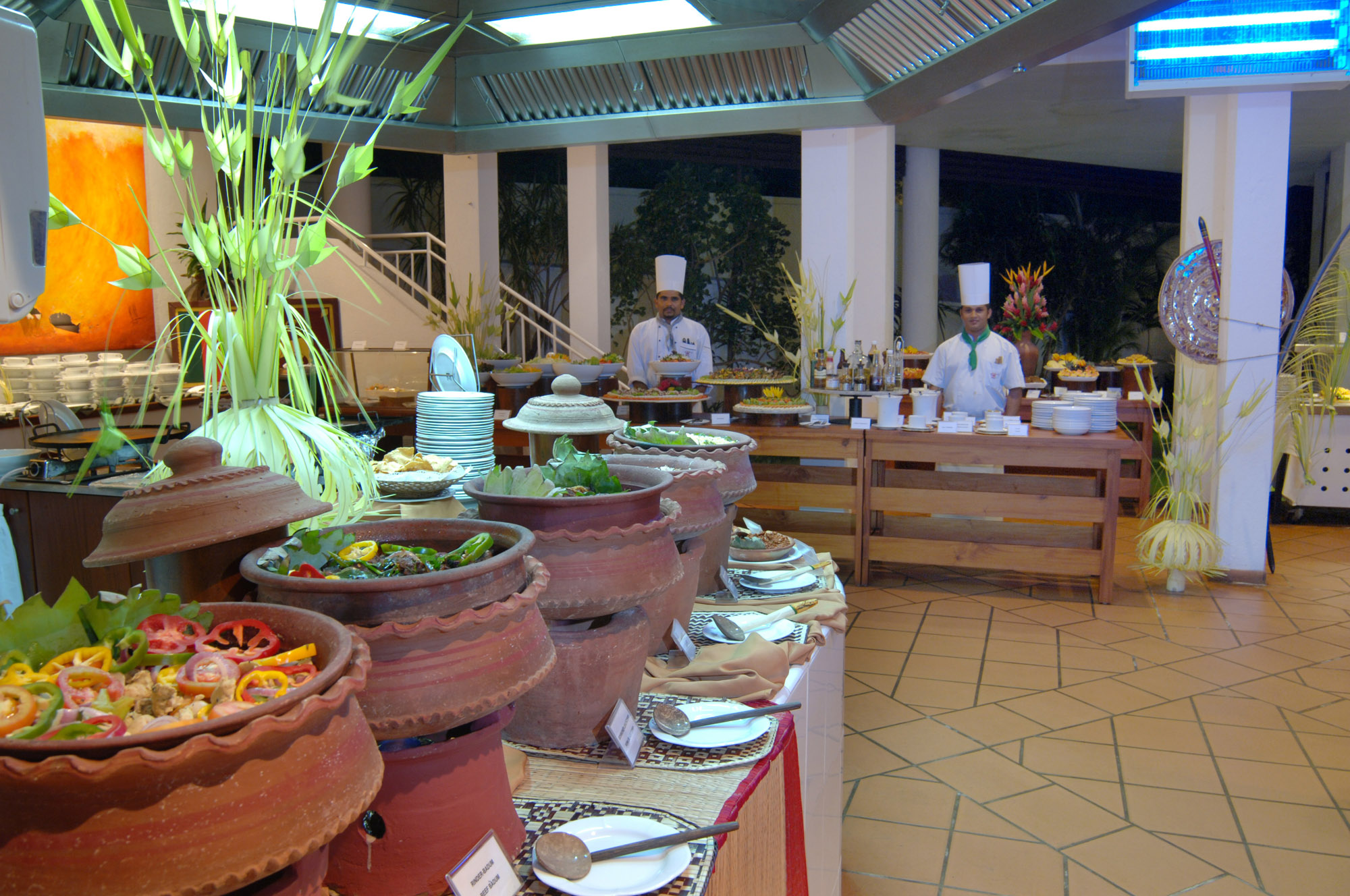 https://www.lankaprincess.com/wp-content/uploads/2014/12/BATAHIRA-RESTAURANT-New-Batch-13-81.jpg